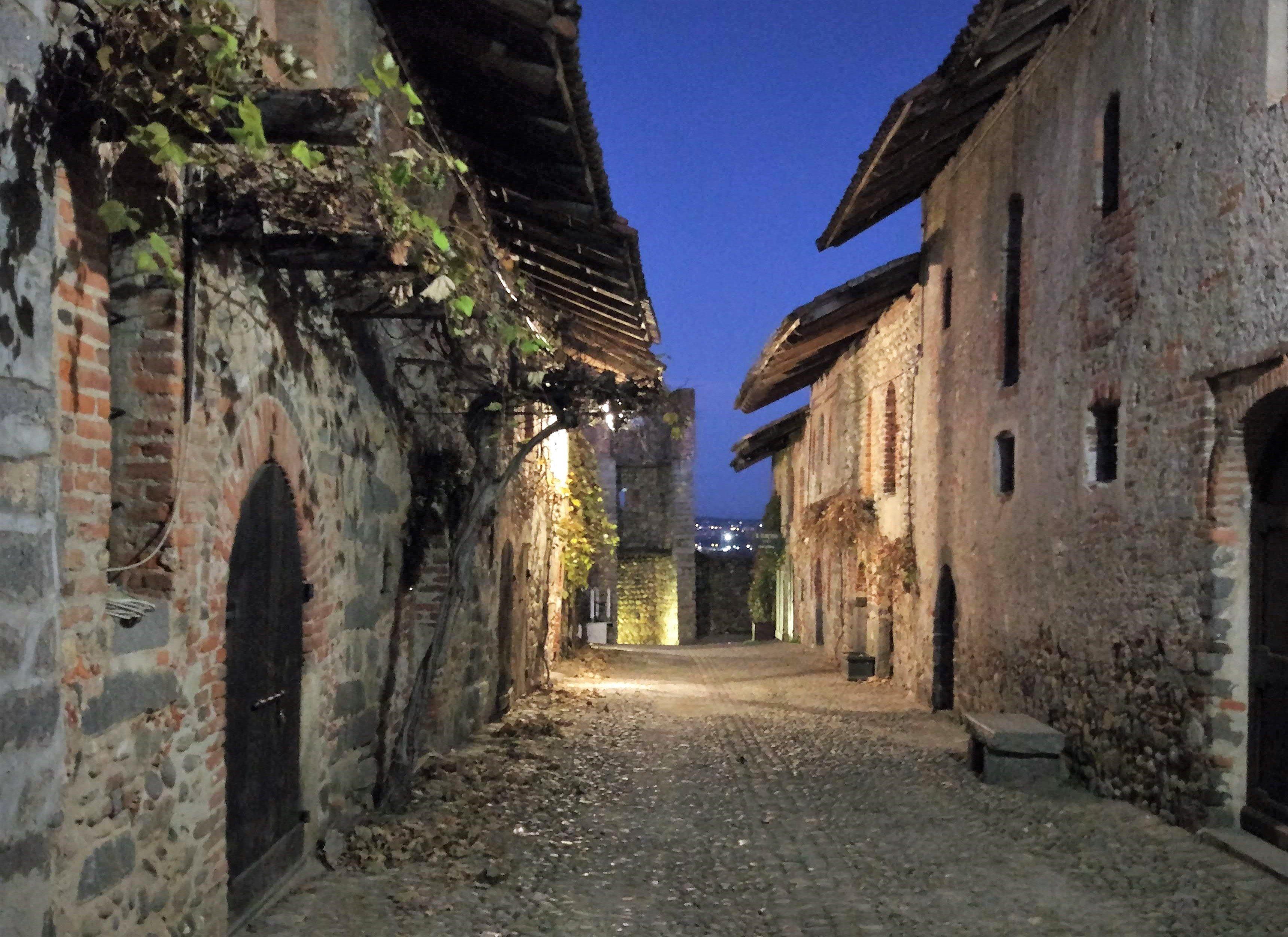 Visita al borgo medievale del Ricetto di Candelo a Biella