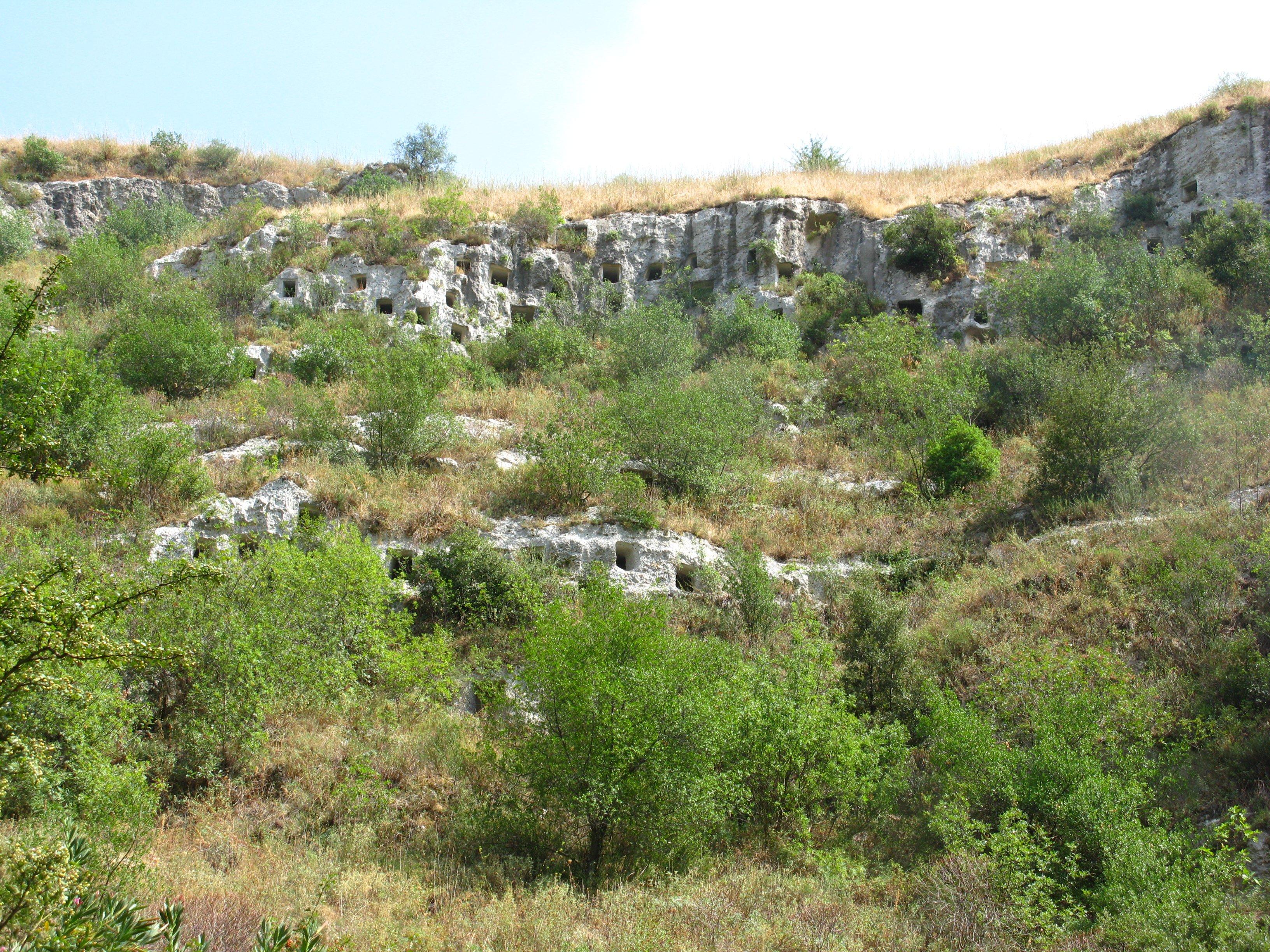 pantalica, tombe scavate nella roccia a Siracusa, Sicilia