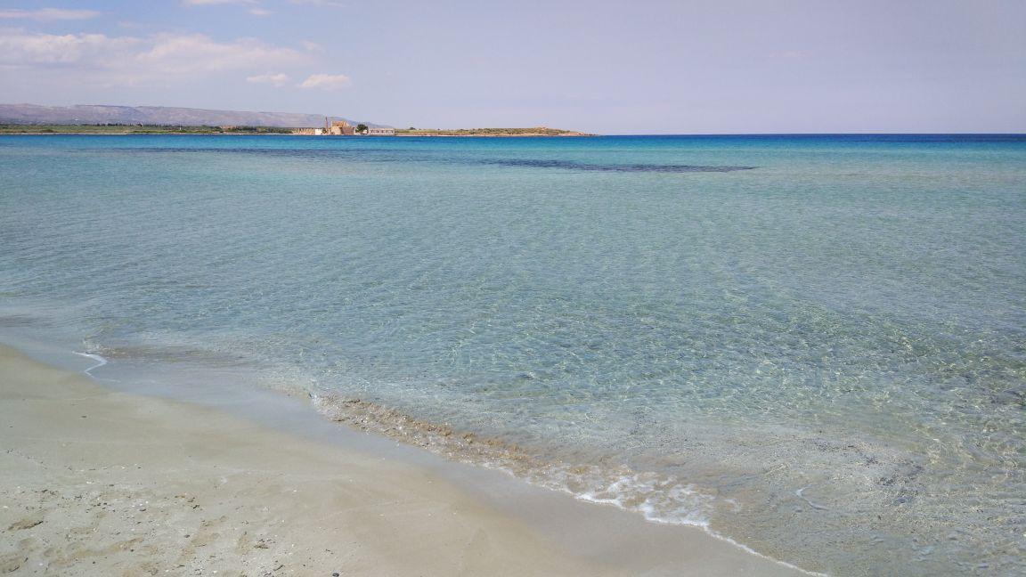 vendicari, spiaggia e mare azzurro nell'oasi protetta a Siracusa, Sicilia