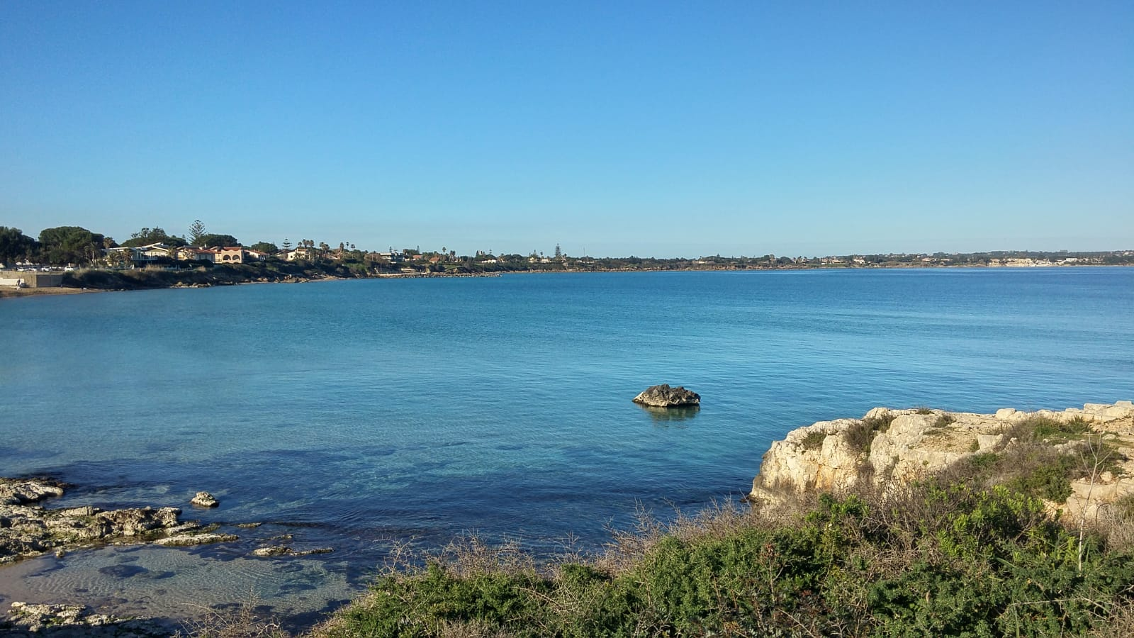 Punta Asparano, mare vista dalla spiaggia Arenella a Siracusa, Sicilia