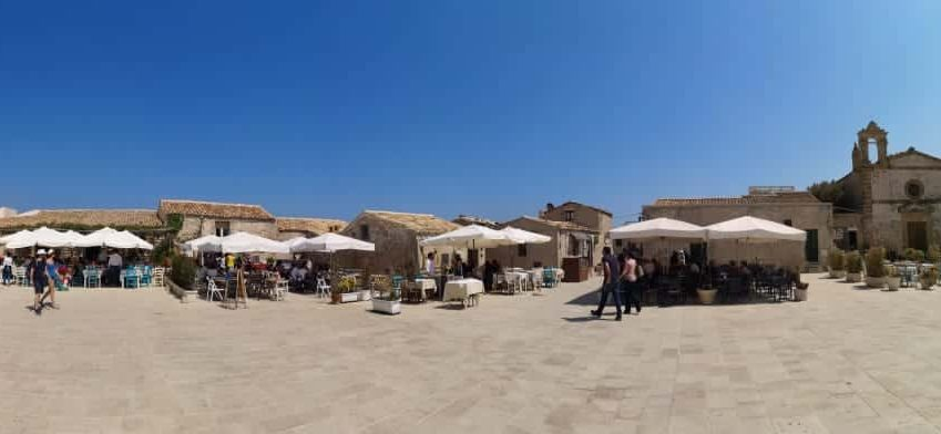marzamemi, piazza del borgo di pescatori, sicilia