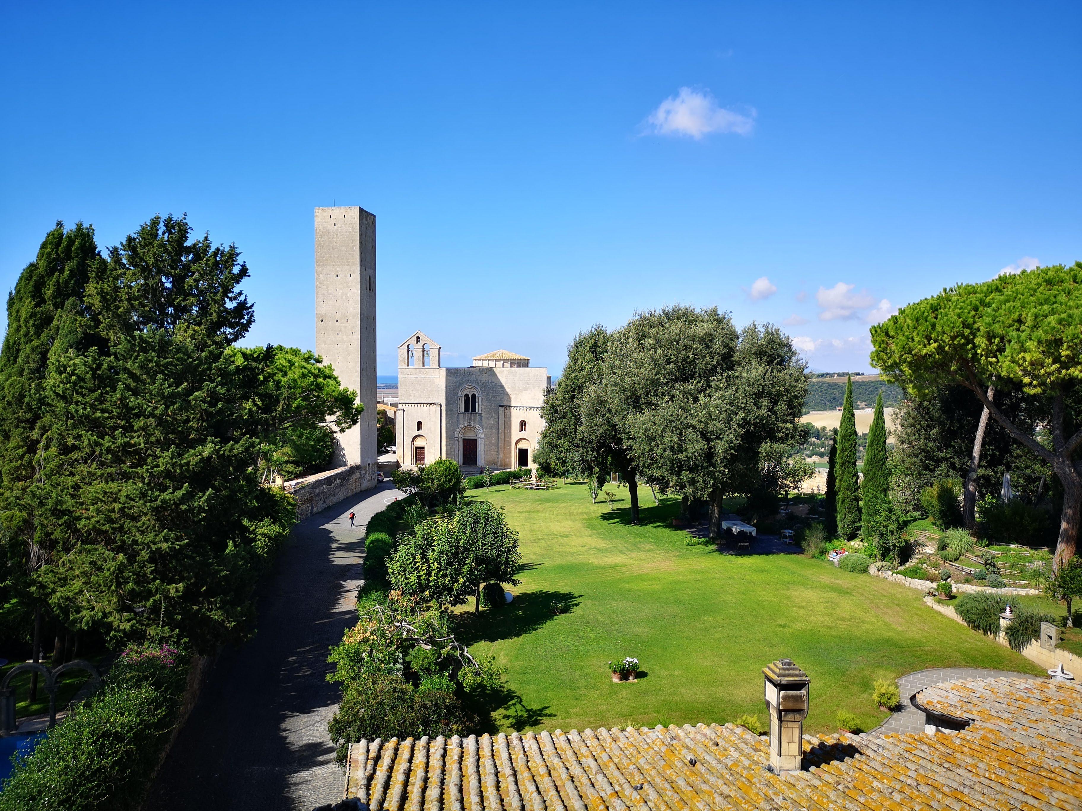 Tarquinia, il borgo medievale e la tecnica unica della ceramica etrusca