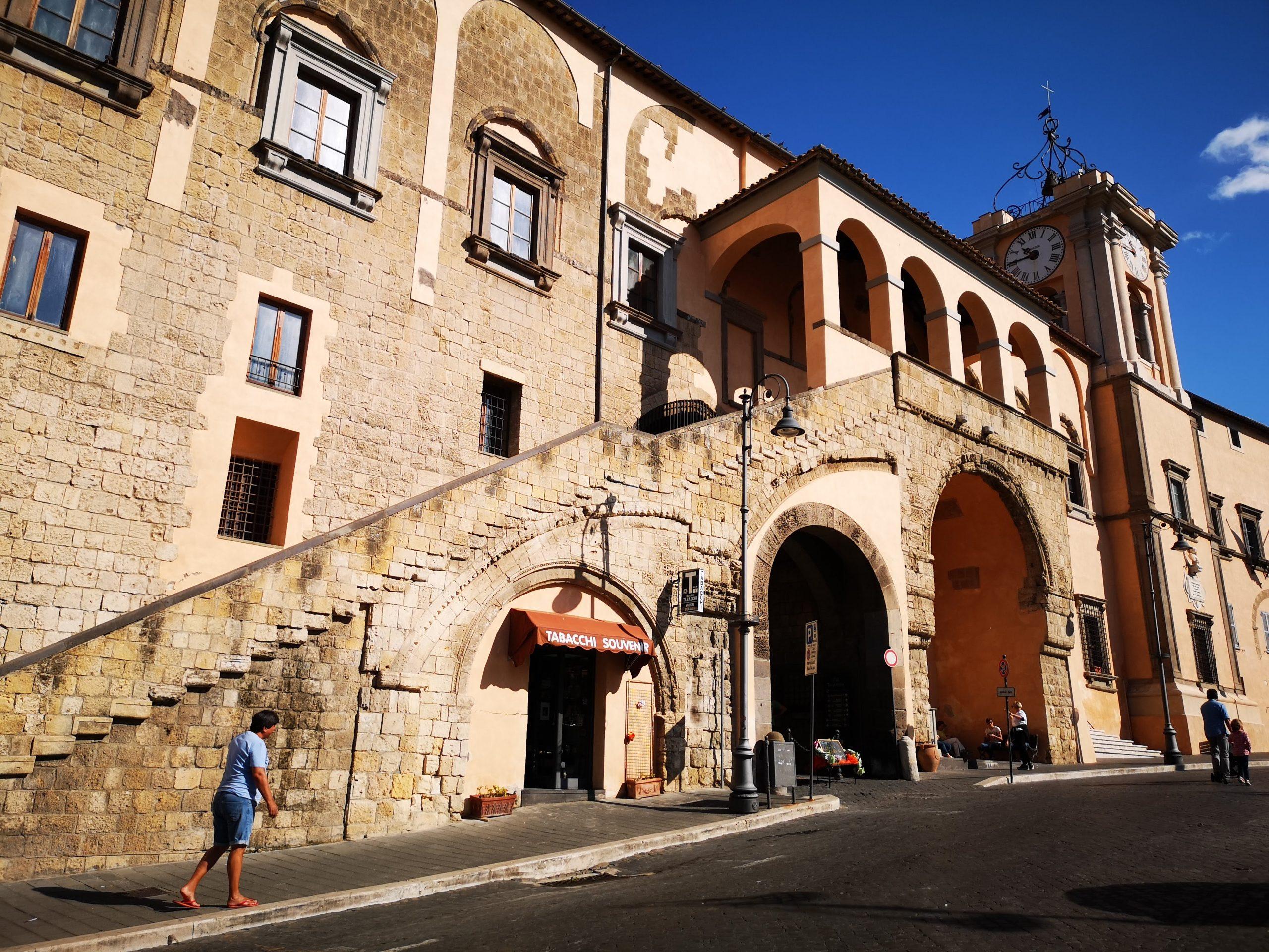 palazzo_comune_piazza_tarquinia