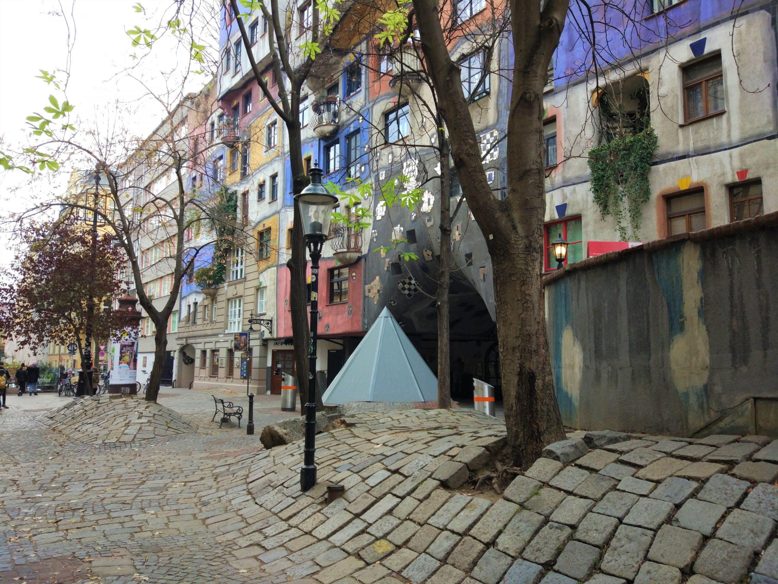 Hundertwasserhaus Vienna_pavimentazione sinuosa