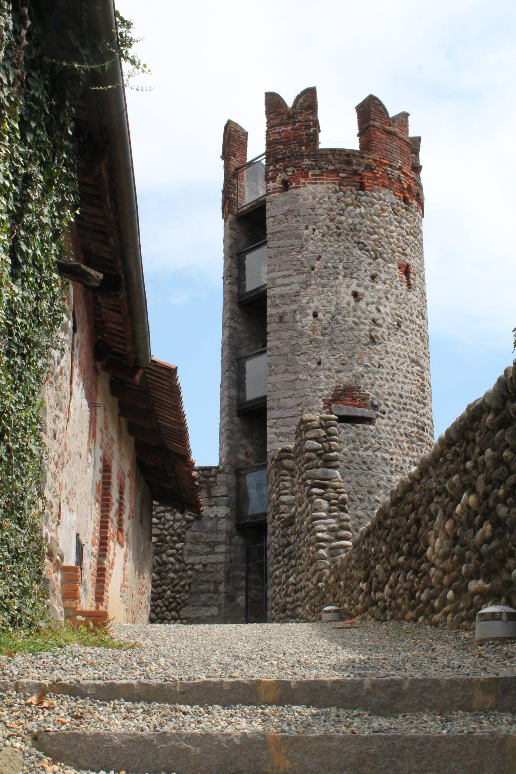 torre medievale del ricetto di candelo merlata