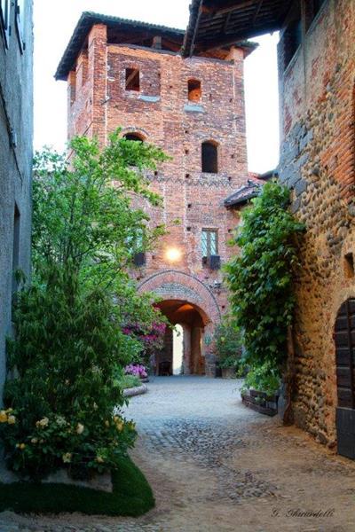 torre medievale del ricetto di Candelo