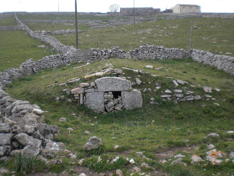 Neviera, costruzione in pietra a secco delle località montane in cui veniva conservata la neve