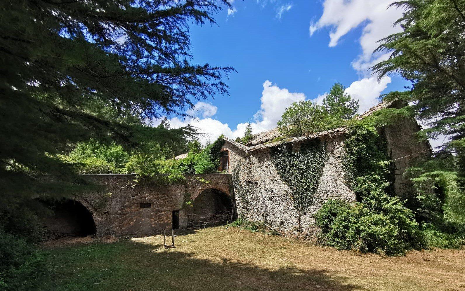 Vista dei caseggiati dell'antica fonderia Ferdinandea in Calabria