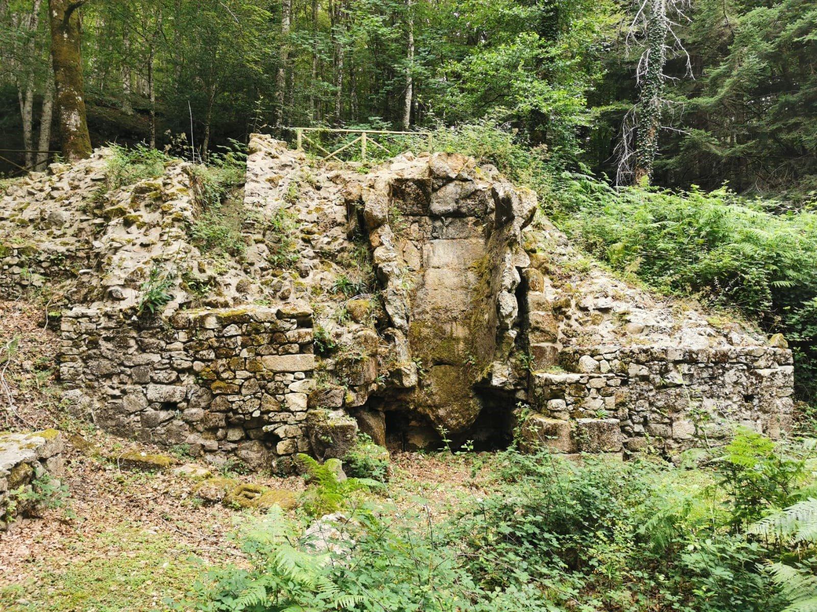 sezione antico forno fusorio nell'area archeologica di Chiesa Vecchia in Calabria
