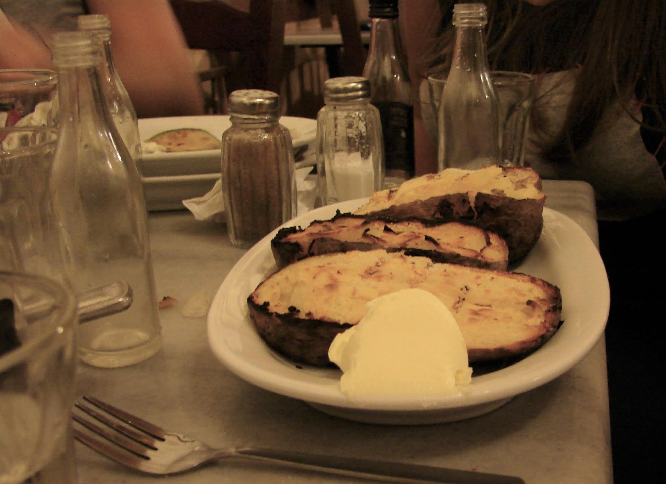 patata e burro come antipasto greco da accompagnare con tsipouro